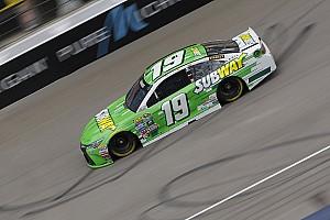 NASCAR Cup Reporte de prácticas Edwards marcó el ritmo en la segunda práctica de Michigan