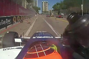 Indy Lights BRÉKING Durva jelenet: Centikre a haláltól a versenyző!