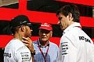 Wolff confirma que los dos Mercedes tuvieron problemas