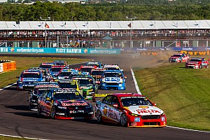 Supercars Rennbericht Supercars in Darwin: Schwerer Unfall überschattet Siege von Nissan und Holden