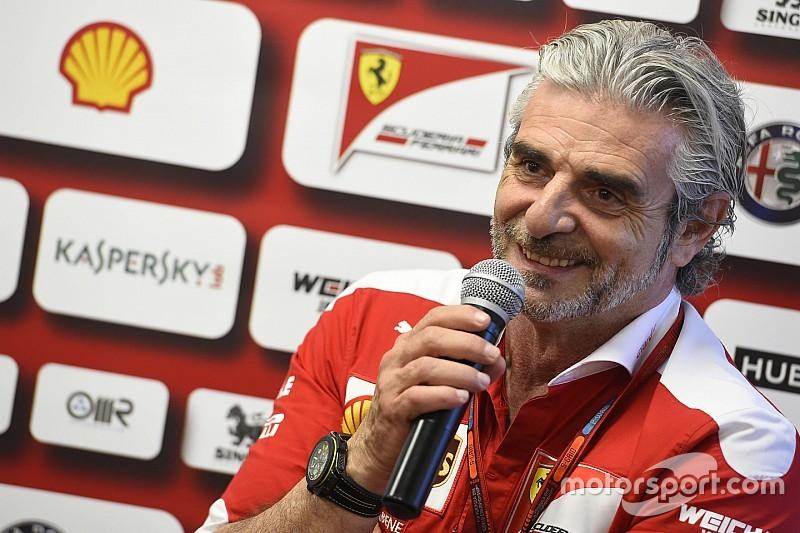 """Arrivabene: """"Upgrades en strijd bij Mercedes kunnen Ferrari nog aan titel helpen"""""""