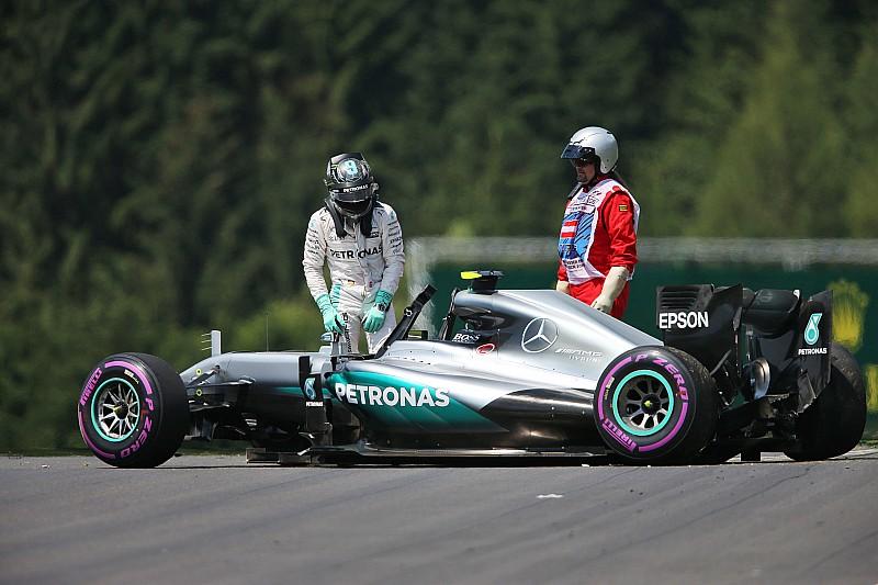 Ferrari meldt zich bovenaan in derde training, zware crash voor Rosberg