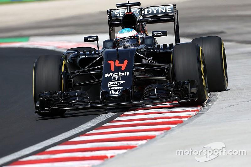 Alonso, forzado a cambiar el motor antes de la FP2