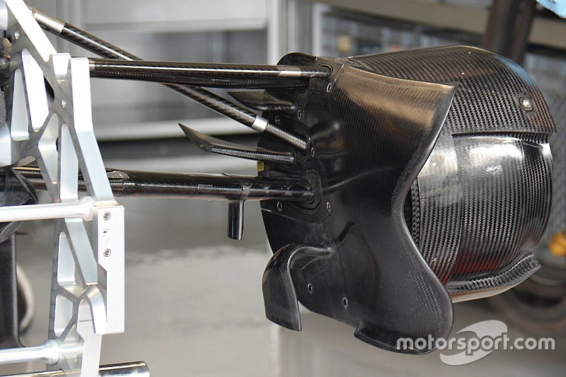 Breve análisis técnico: toma de freno delantera del Toro Rosso STR11