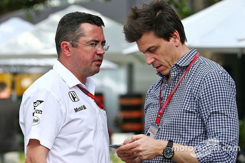McLaren та Mercedes сперечаються за інженера