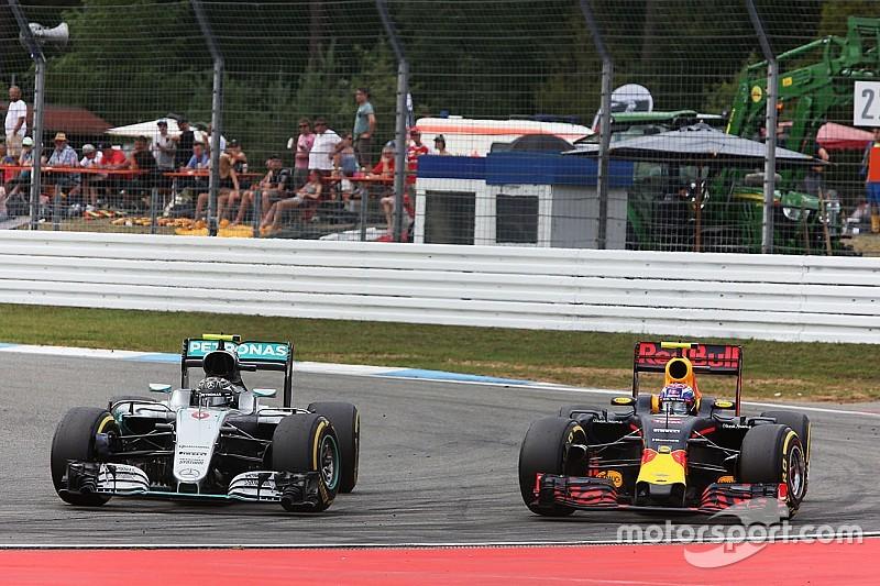 """Lowe: """"El rendimiento de Red Bull es bueno para la F1"""""""