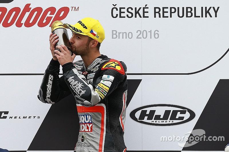 Bildergalerie: Jonas Folger feiert den Moto2-Sieg in Brno