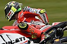 La Ducati agarrota a sus pilotos