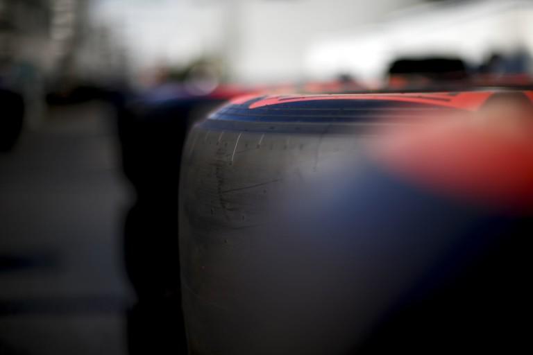 """Az év kérdése eddig az F1-ben: """"Mennyibe kerül a legolcsóbb gumi a Pirellinél?!"""""""