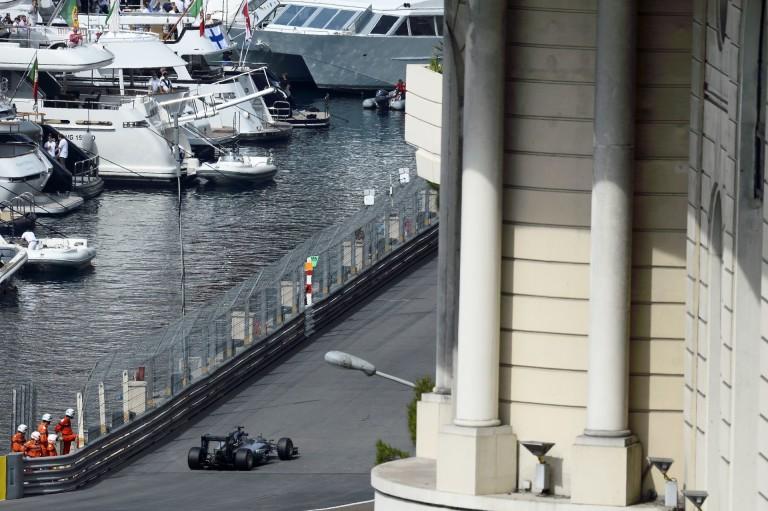 Hamilton és a Mercedes két ultragyors gépe - földön és vízen!