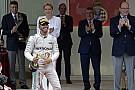 Ünnepel a Mercedes - az elengedhetetlen pezsgőzős csoportképek Monacóból!