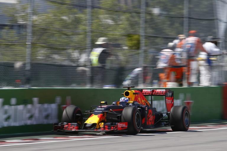 """Ricciardo és Massa is parádésan fogta meg a gépet a """"Bajnokok falánál"""""""