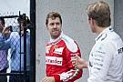 Vettel lecsüccsenve böngészgette a köridőket, amikor Hamilton megzavarta...