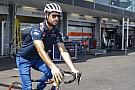 Ricciardo magasugrónak is elmehetne - az ausztrál csak úgy repült a kerítés felett!