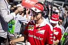 Vettel piros autóval érkezett meg az FIA Sportkonferenciájára - de nem Ferrarival!