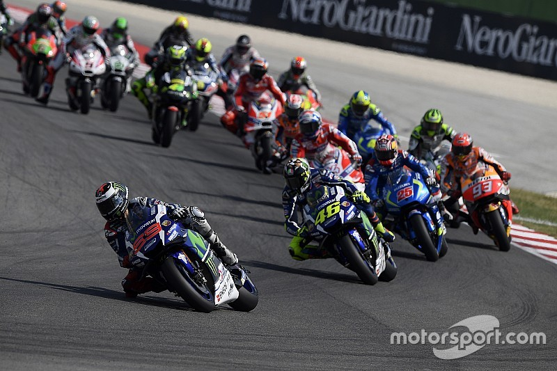 Гонщиков MotoGP могут начать штрафовать за неприличные жесты