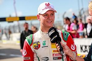 F4 BRÉKING Mick Schumacher második hellyel nyitott az időmérőn