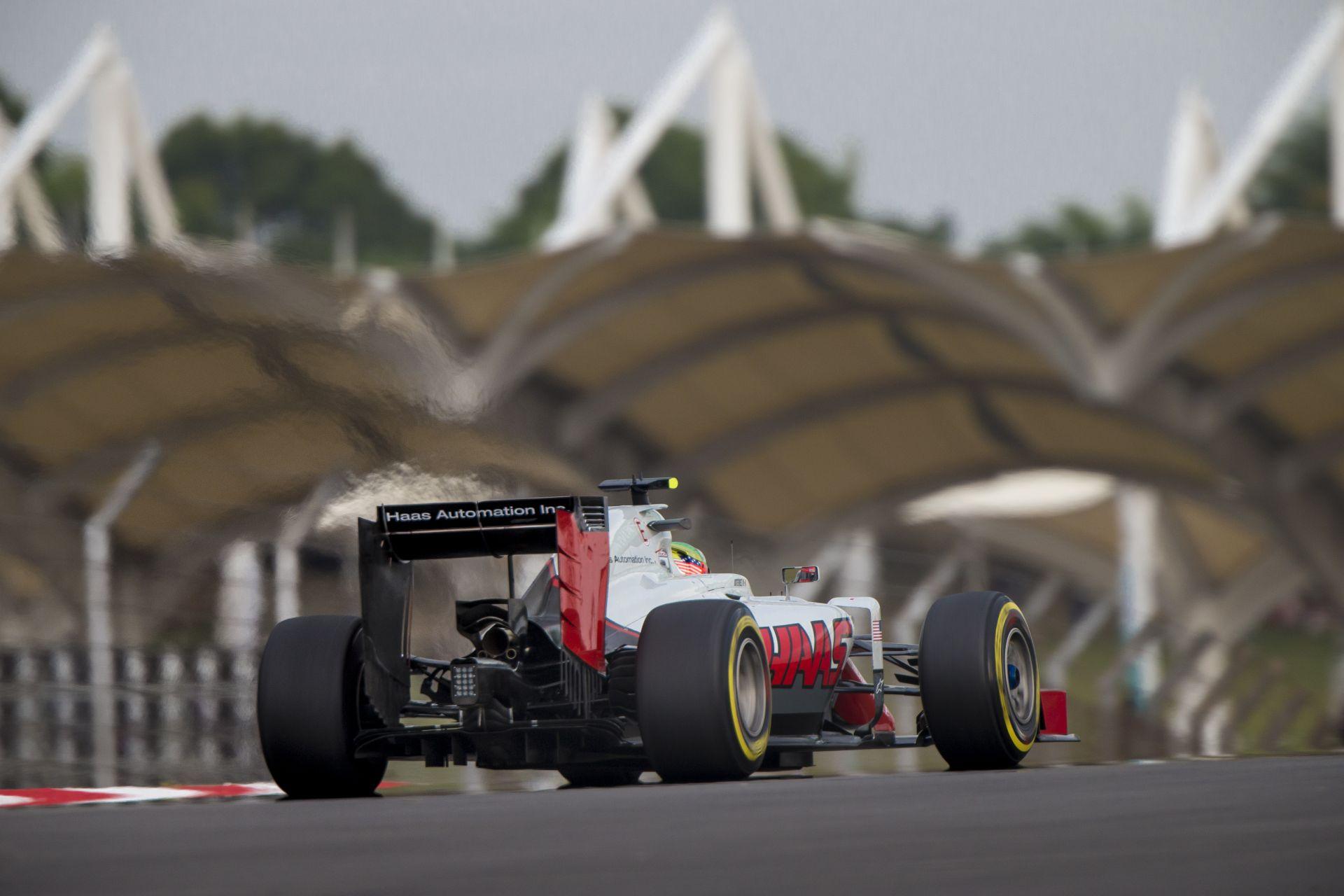 5000 euróra büntették a Haast a leváló kerék miatt