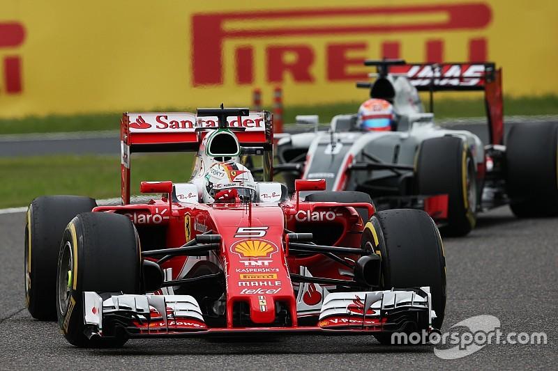 Vettel verdedigt achterblijvers ondanks klaagzang via de boordradio