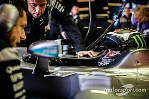 General BRÉKING MotoGP: Lorenzo pályára gurult Hamilton világbajnok F1-es Mercedesével