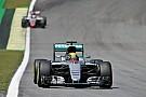 Hamilton domina los libres 2 y Alonso revive 2015