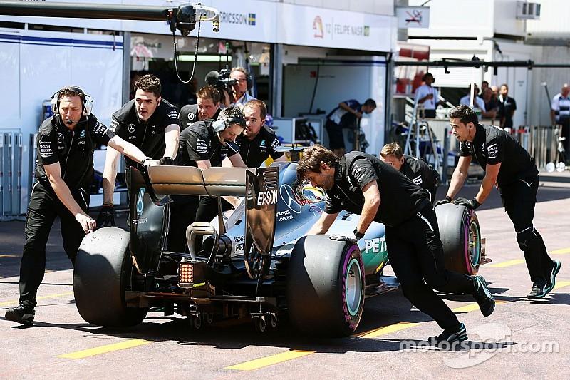 "Hamilton promete secretos ""interesantes"" sobre el cambio de mecánicos de Mercedes"