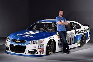 NASCAR Cup Últimas notícias Dale Jr. revela pintura de carro de 2017