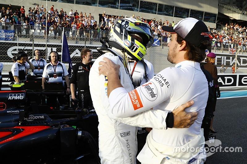 Alonso és a felejthetetlen emlék: kipróbálta a Honda MotoGP gépét
