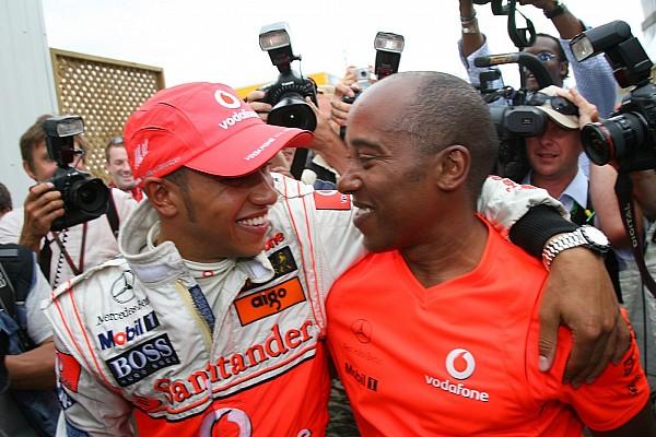 Hamilton asegura que la relación con su padre sigue siendo