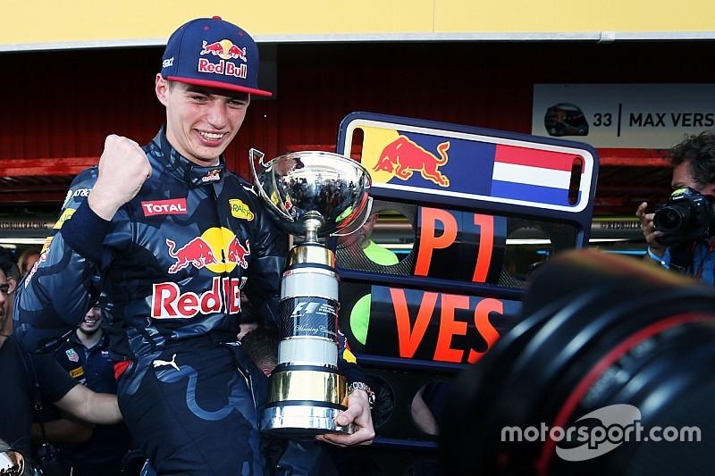Verstappen recebe prêmio na Holanda e homenageia Cruyff