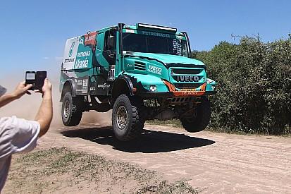 Mi a közös a tavalyi Dakar-győztes csapatban és a magyar Qualisportban?