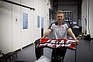 Формула 1 Магнуссен першим сяде за кермо нової машини Ф1 Haas