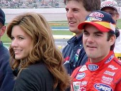 Jeff y Brooke Gordon observan la clasificación