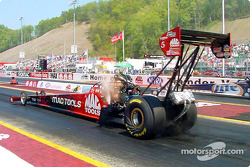 Doug Kalitta take the win over Larry Dixon on his way to taking the race.
