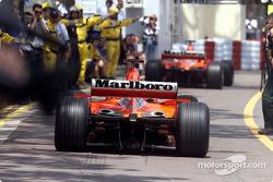 The Ferraris in the pitlane
