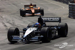 Fernando Alonso, Minardi PS01; Enrique Bernoldi, Arrows A22