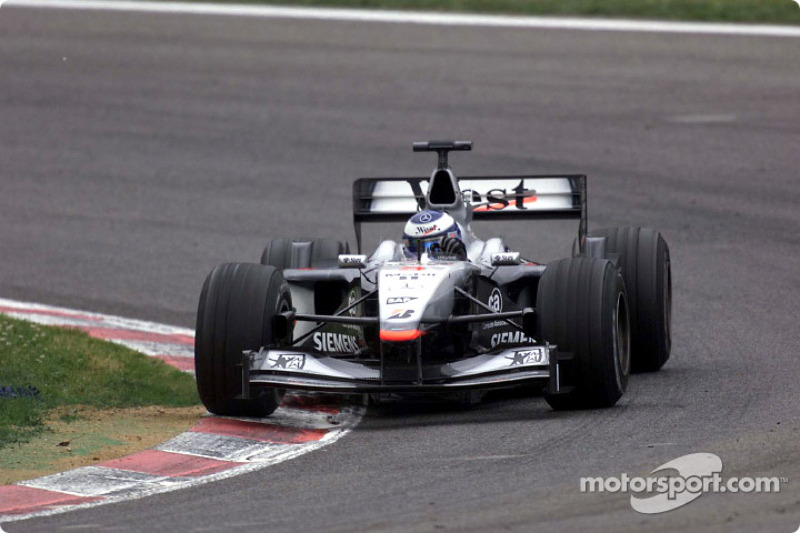 Під час Гран Прі Іспанії 2001 року Міка Хаккінен практично відвоював позицію у Міхаеля Шумахера, однак на останньому колі на машині фіна вийшов із ладу мотор.