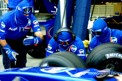 Tire change practice at Prost