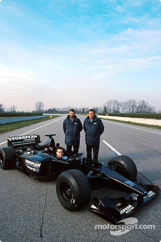 Fernando Alonso, Paul Stoddart y Gian Carlo Minardi en la presentación del Minardi
