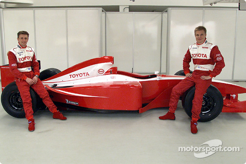 Allan McNish and Mika Salo with the new car