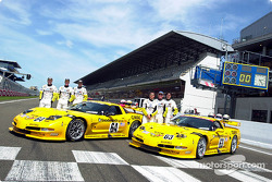 Corvette Racing et la C5-R : Ron Fellows, Johnny O'Connell, Scott Pruett, Franck Freon, Andy Pilgrim et Kelly Collins