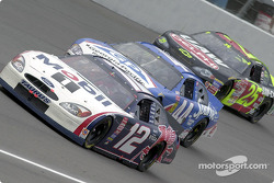 Jeremy Mayfield aventaja a Buckshot Jones y Jerry Nadeau
