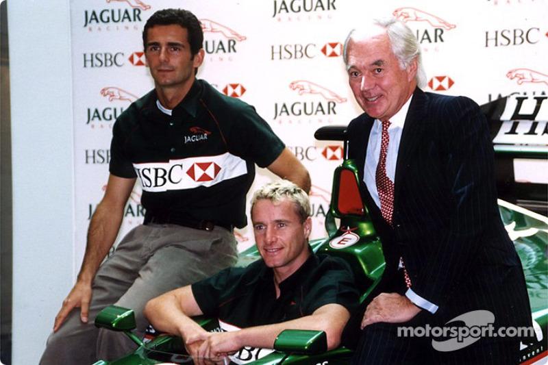Jaguar Racing and HSBC renew sponsorship: Pedro de la Rosa, Eddie Irvine and Sir John Bond