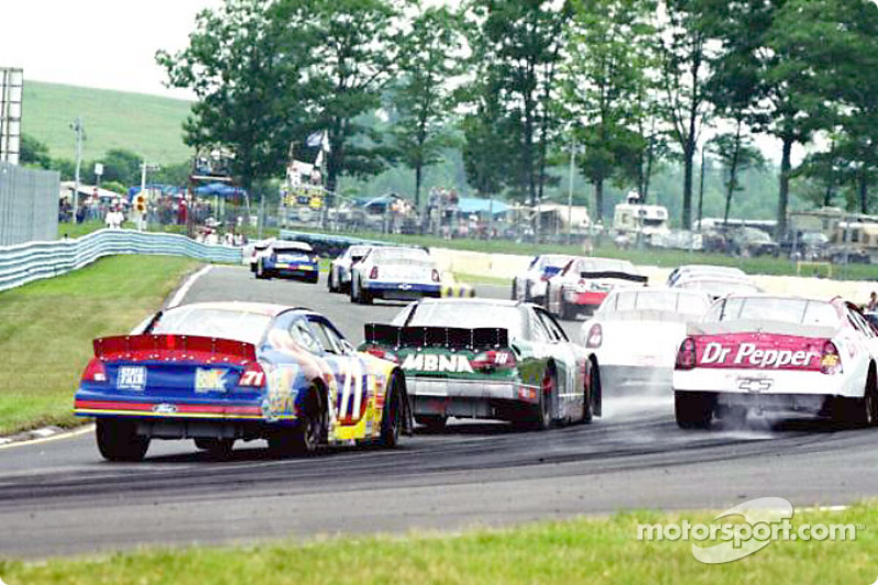 Race action in turn 10