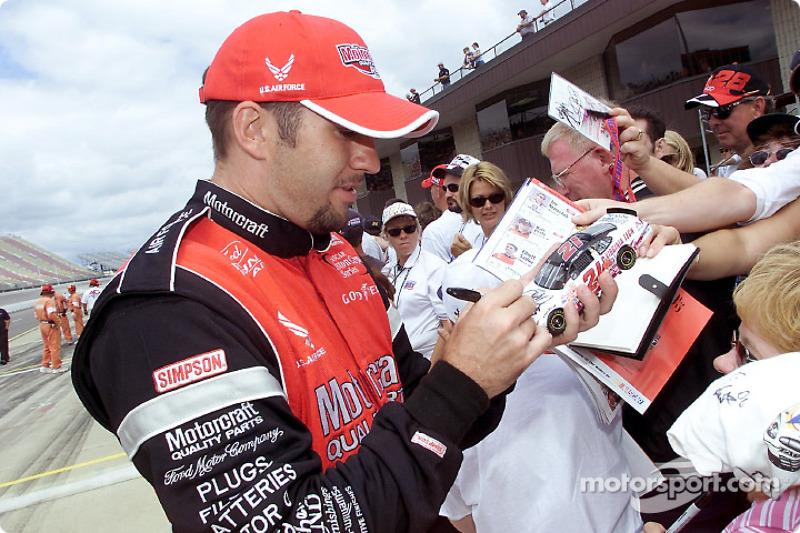 Elliott Sadler takes time to sign a few autographs