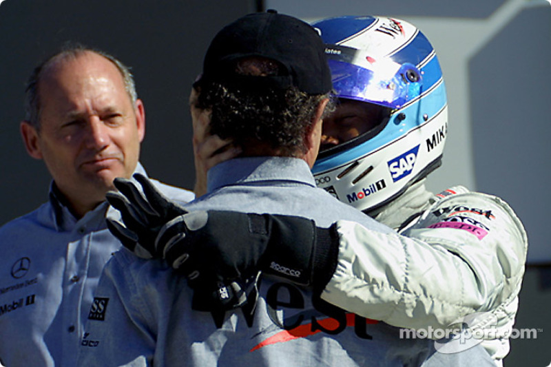 Jo Ramirez congratulating Mika Hakkinen, while Ron Dennis is watching