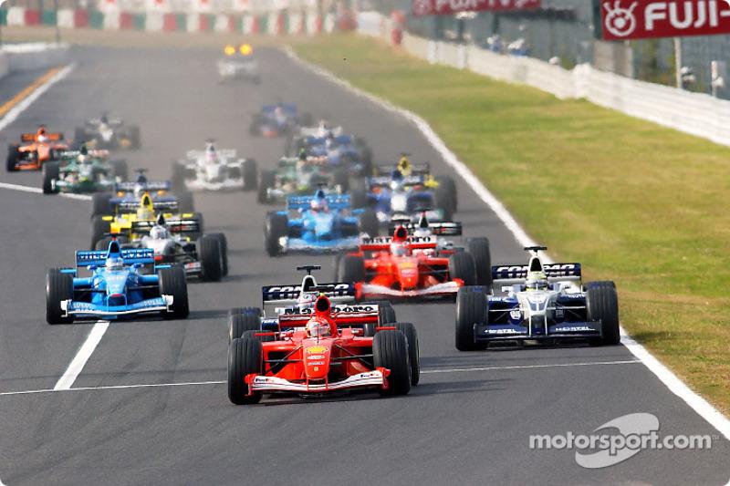 The start: Michael Schumacher in front of Juan Pablo Montoya and Ralf Schumacher