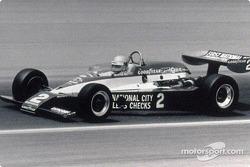 Al Unser Sr, vainqueur de l'Indy 500 en 1978, fut également le premier pilote à remporter une course d'Indy Car avec le moteur Cosworth DFX Engine, à Pocono en 1976