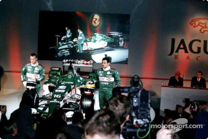 Eddie Irvine and Pedro de la Rosa and the new Jaguar R3