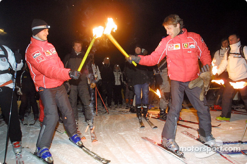 Michael Schumacher y Luca Badoer en la carrera bajo el cielo encendido